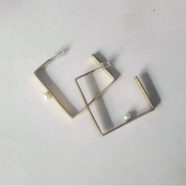 Σκουλαρίκια κρίκοι τετράγωνοι με μαργαριτάρια Sdeea-1