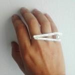 Εντυπωσιακό, ασημένιο δαχτυλίδι με στίχους του Μπωντλαίρ και μαργαριτάρι, Chari-2